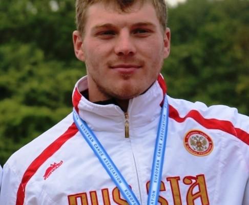 Алексей Коровашков завоевал три золотые медали на чемпионе России по гребле на байдарках и каноэ.