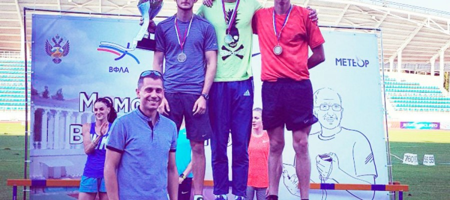 Егор Шаров победил на Мемориале Вячеслава Евстратова с новым рекордом края в беге на 800 метров