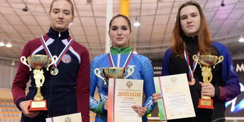 Алиса Беккер — трёхкратный серебряный призёр первенства России среди девушек 13−17 лет