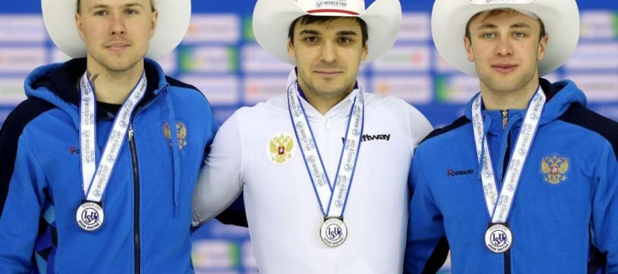 Российские конькобежцы заняли весь пьедестал на этапе Кубка мира в Калгари. У Виктора Муштакова личный рекорд и бронза