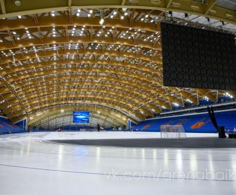 Дмитрий Бураков поднялся на пьедестал первенства СФО под крышей нового ледового дворца в Иркутске — единственной крытой арены для конькобежцев за Уралом