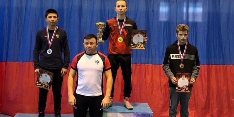 Андрей Лобанов на первенстве Сибири по греко-римской борьбе до 18 лет завоевал золото
