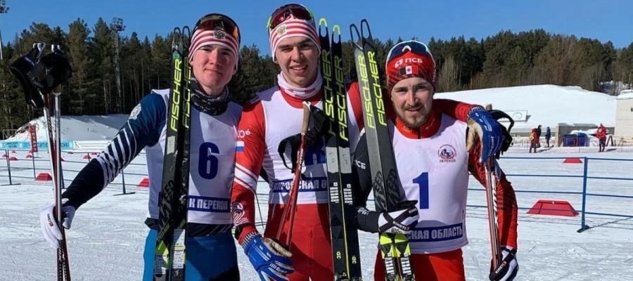 Никита Денисов выиграл третье золото первенства России. Сегодня он стал сильнейшим в масстарте на 30 км