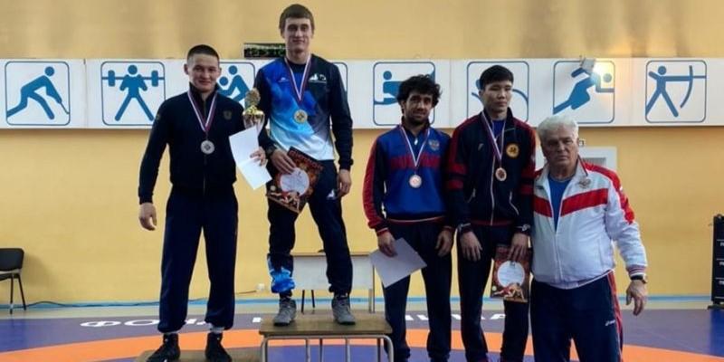 Борцы-классики Алтайского края завоевали путевки на первенство России среди юниоров до 24 лет